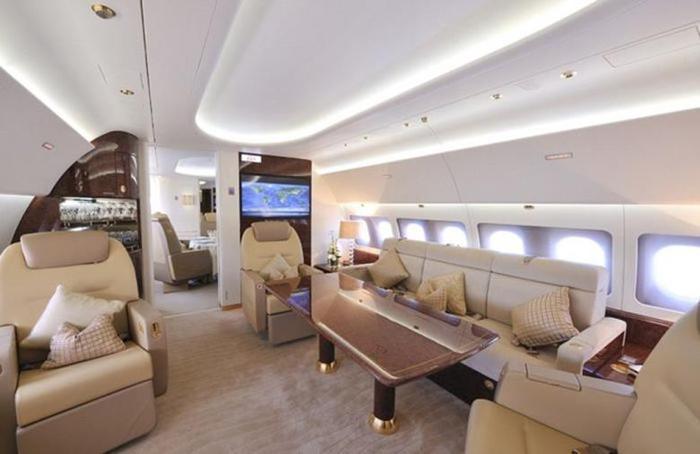 Интерьер роскошного самолета принца Великобритании Чарльза