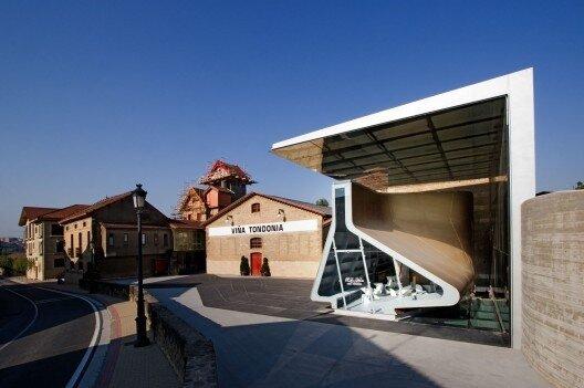 Дегустационный павильон винодельни Лопес де Эредиа, Аро, Испания.