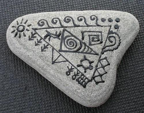 роспись камней акрилом