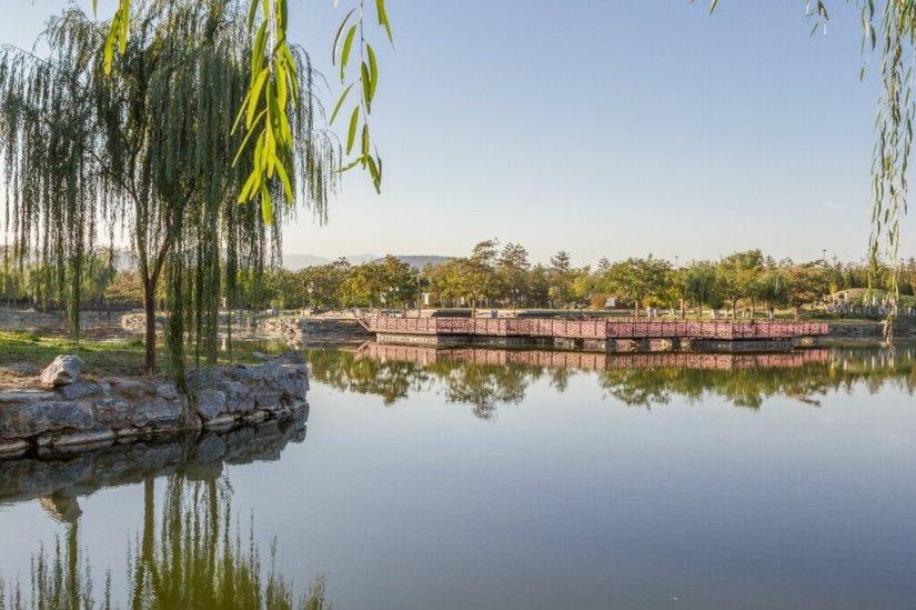 Отражения, парк Юаньминъюань, Пекин