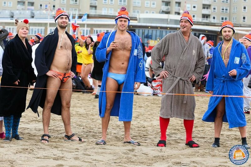 Фестиваль зимнего плавания в Нидерландах   10 тысяч человек на Nieuwjaarsduik