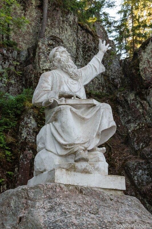 "Статуя рунопевца Вяйнямёйнена из ""Калевалы"" в парке Монрепо, Выборг"