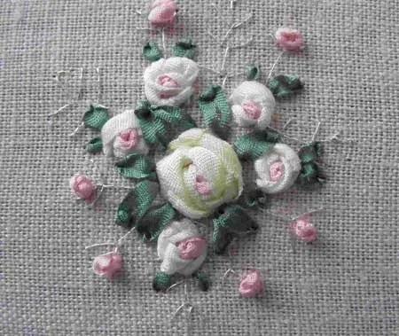 как вышить розы из лент