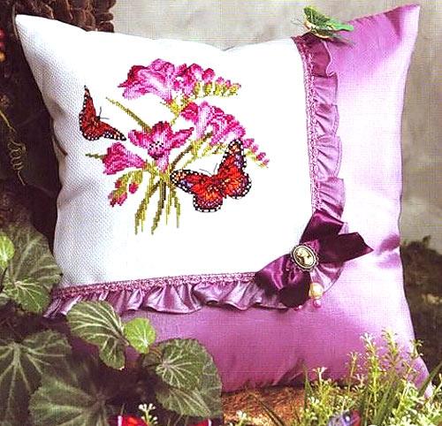 подушка хендмейд с вышивкой
