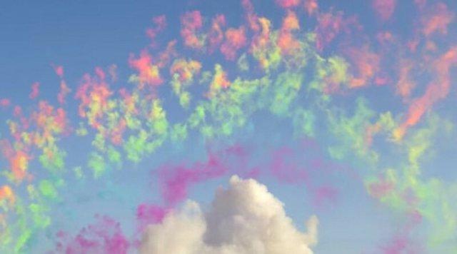 Видео. Как выглядят красивые дневные фейерверки