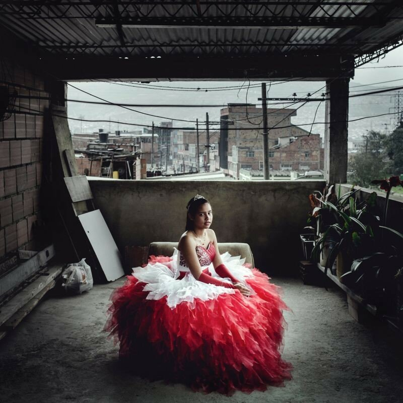 Современные колумбийские золушки перед превращением из девочки в девушку