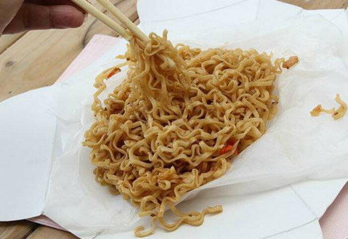 Фастфуд и китайскую лапшу следует есть только из коробки, чтобы не пачкать попусту посуду.
