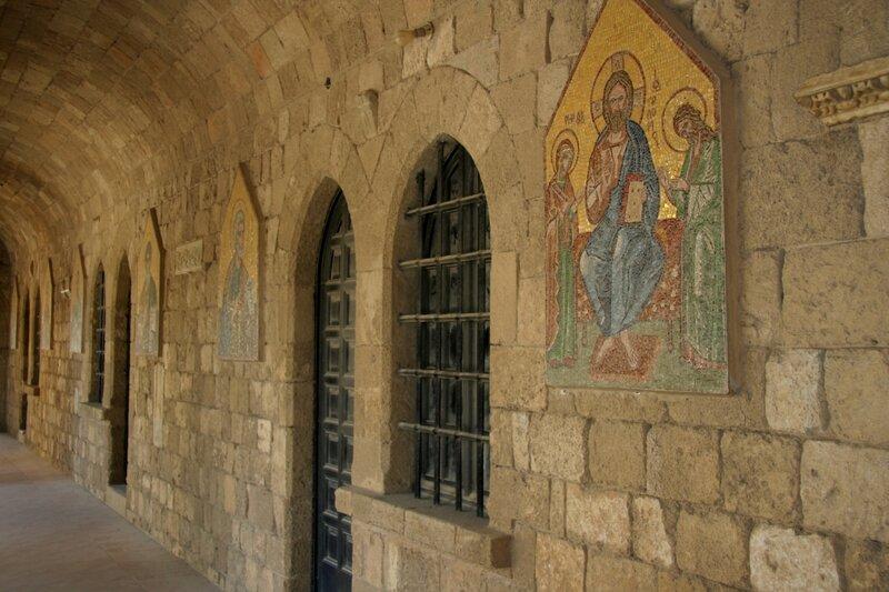Мозаики с ликами апостолов и святых в Филеримском монастыре