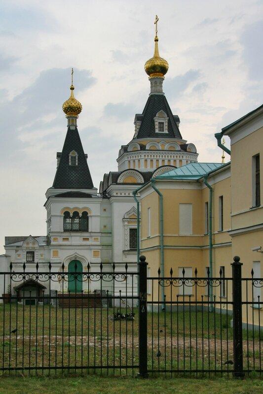 Дмитров, Елизаветинская церковь и здание присутственных мест