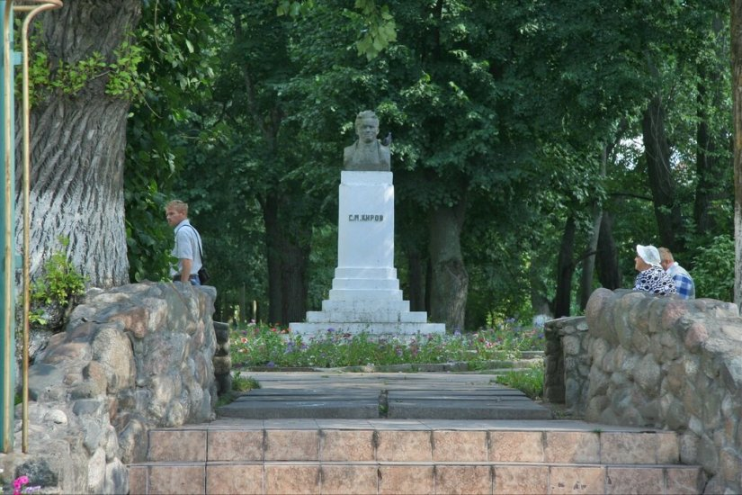 Шлиссельбург, Памятник Кирову