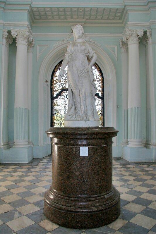Екатерининский парк, Грот, статуя Екатерины Великой