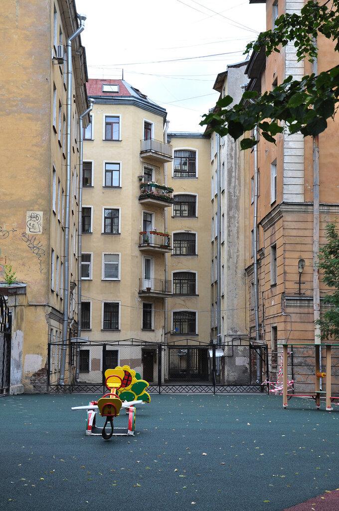 Малый проспект, Петроградская сторона