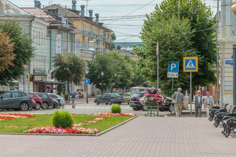 Площадь Ленина и начало Трехсвятской улицы