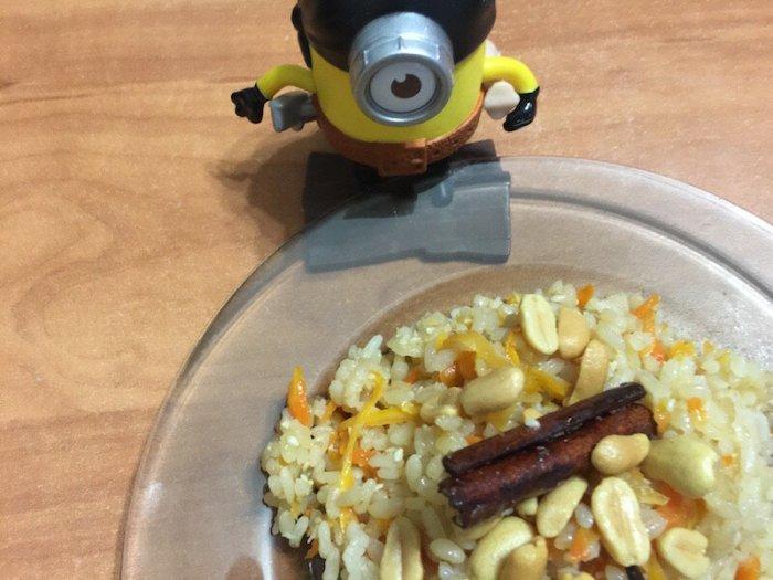 Пряный рис с морковью и кокосовой стружкой