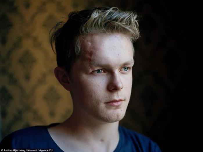 Страшные фотографии молодых людей после трагедии на Утойе