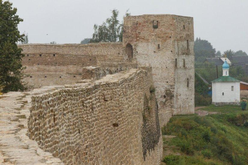 Талавская башня и Часовня Корсунской Божьей Матери, Изборск