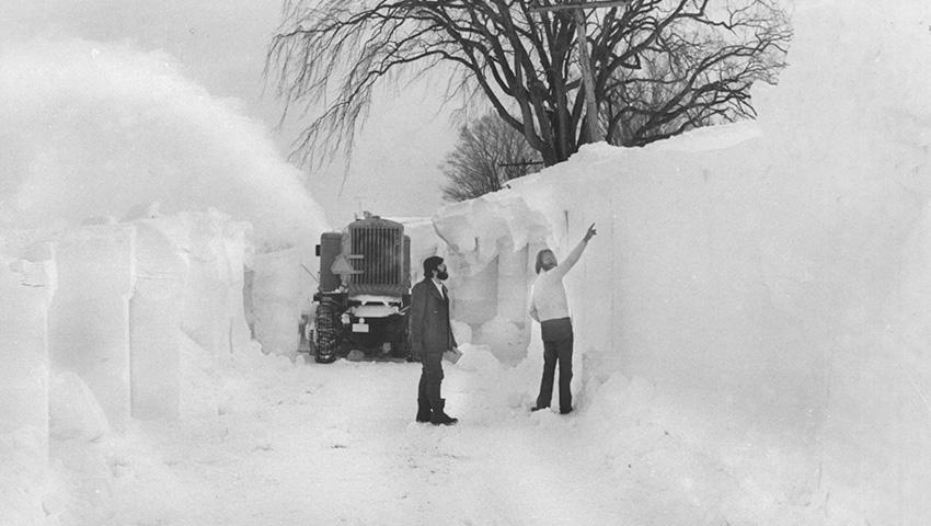 Аномально сильный снегопад обрушился на американских штат Нью-Йорк всего месяц назад. По словам адми