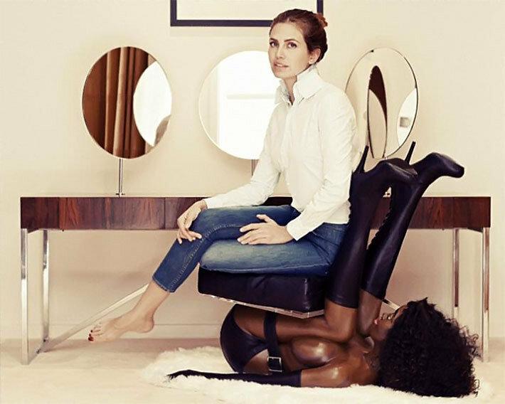 Кресло из чёрной кожи