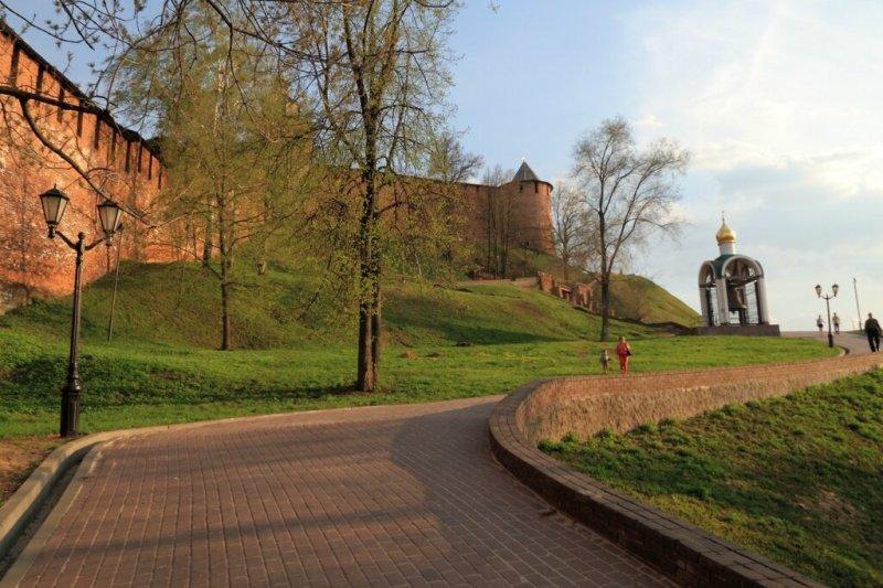 Стены Нижегородского кремля и Набатный колокол