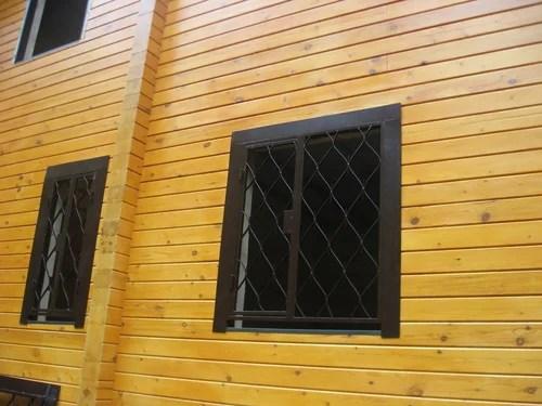 Решетки на окнах