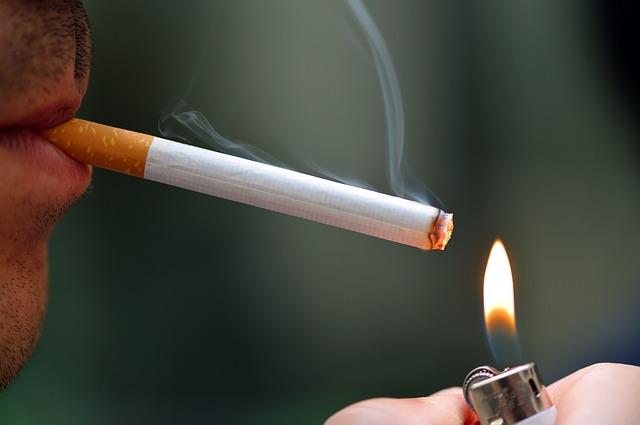 Как быстро проветрить комнату от запаха сигарет
