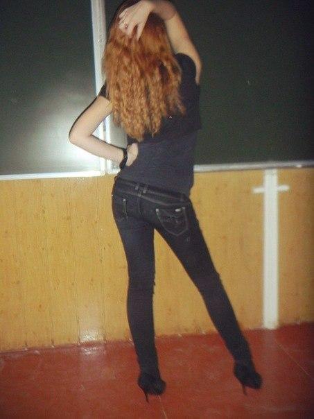 Рыжая школьница фото со спины