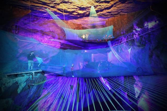 Самый большой подземный батут в мире