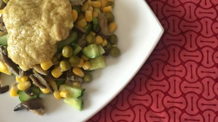 Салат с соусом из фасоли