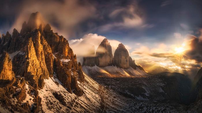 Высочайшая горная система в Западной Европе. Высота над уровнем моря - 2999 метров.