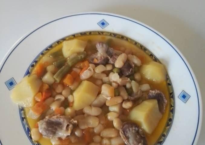 Habichuelas con mollejas de pollo y verduras