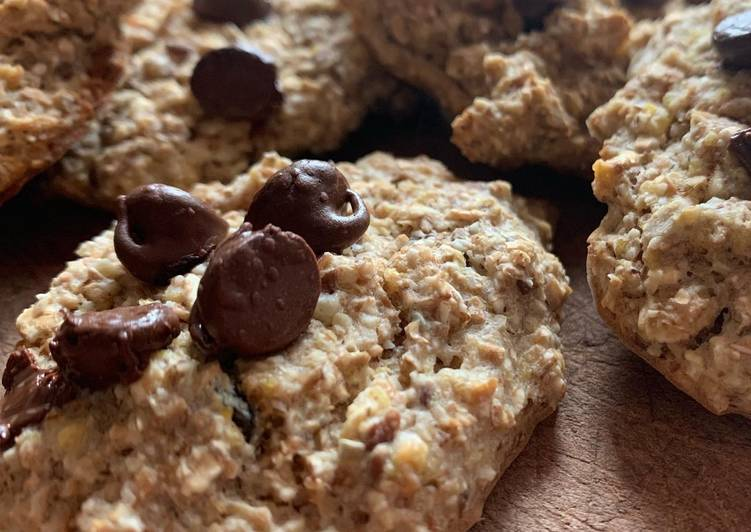 Oat Cookies with dark Chocolate Chips