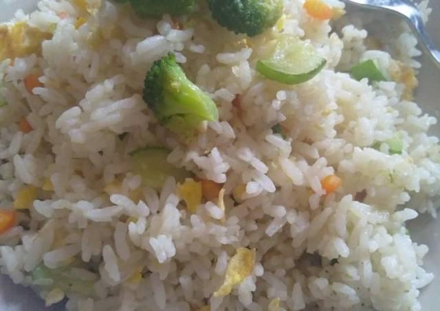 Nasi goreng simple, insyaallah sehat 😊