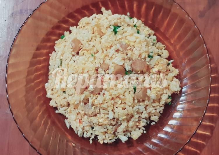 Nasi goreng sosis telur
