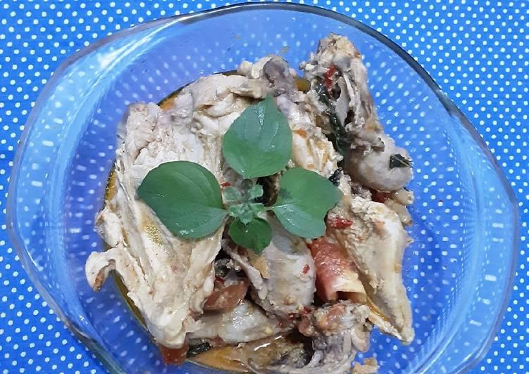 Gulai ayam dengan kemangi