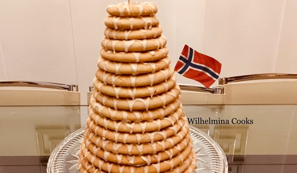 "Norwegian Kransekake🇳🇴 ""Wreath Cake"""