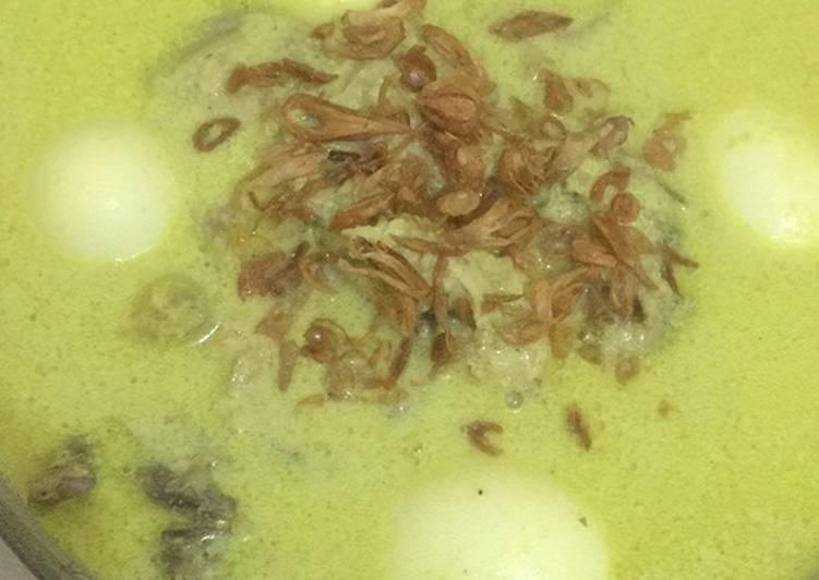 Opor ayam + telur kuah kuning