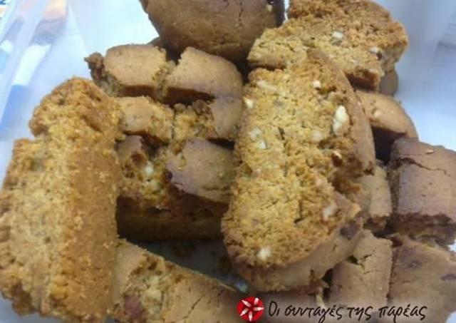 Flavorsome Cretan biscotti with almonds