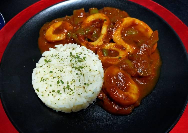 Lamelles d'encornets aux poivrons en sauce tomate