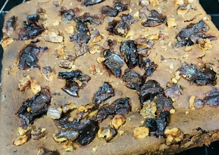 Date with walnut cake