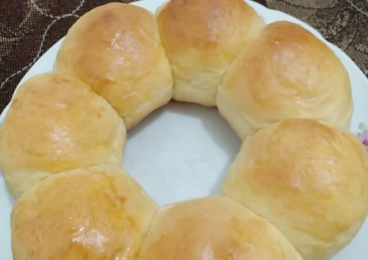 1.Roti sobek isian kelapa (kalo dikampung namanya gembung bakar)