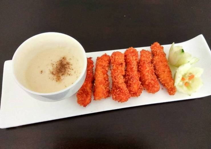 Crispy Chicken Finger With Cheese Dipping Sauce