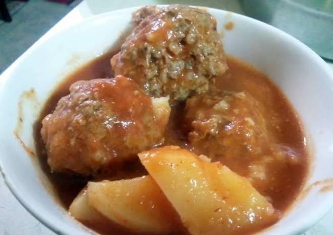 albondigas en chipotle sauce (spicy meatballs soup)