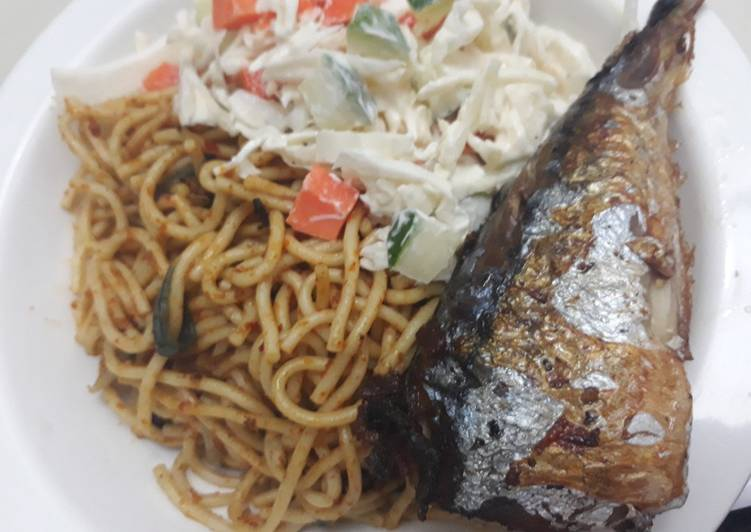 Spagetti,coleslaw and fried fish