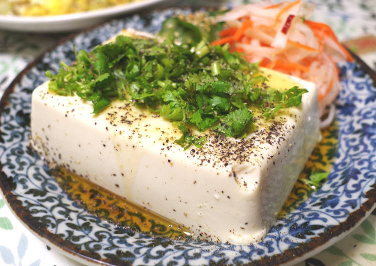 HIYAYAKKO with  salty coriander and sesame oil
