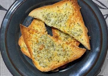 Resep Simple Garlic Bread Paling Mudah