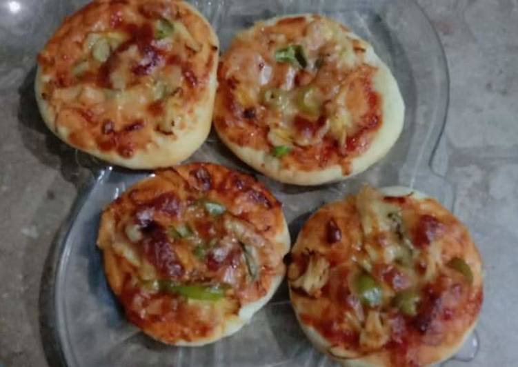 Mini pizza for kids lunch box