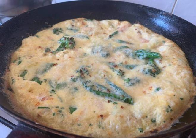 Smoked salmon and Tenderstem broccoli (or asparagus) frittata