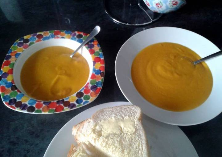 Thick carrot and lentil soup
