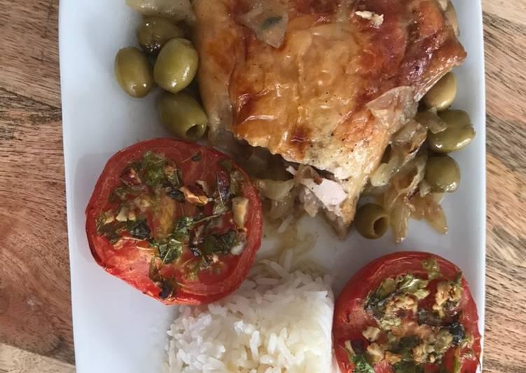 Poulet rôti aux olives accompagné de tomates à la provençale et riz thaï