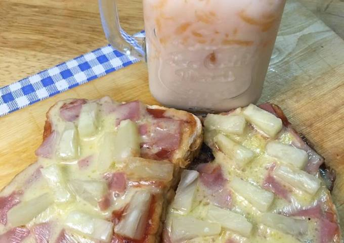 Pan Pizza and Creamy Melon Juice